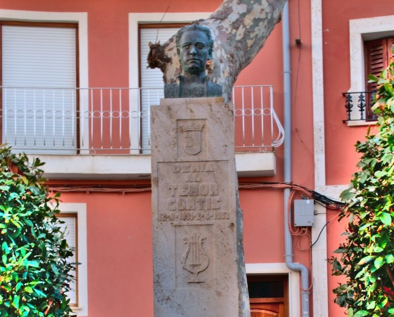 busto tenor cortis denia
