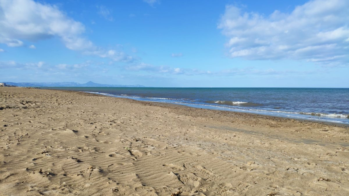 Playa de arena las Marinas Dénia
